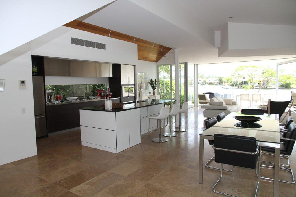 Jiné požadavky budete klást na dlažbu v kuchyni, koupelně či na terase.