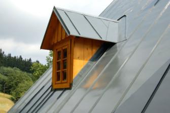 Plech na střeše – ano či ne?