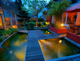 Zahradní jezírka konkurují bazénům