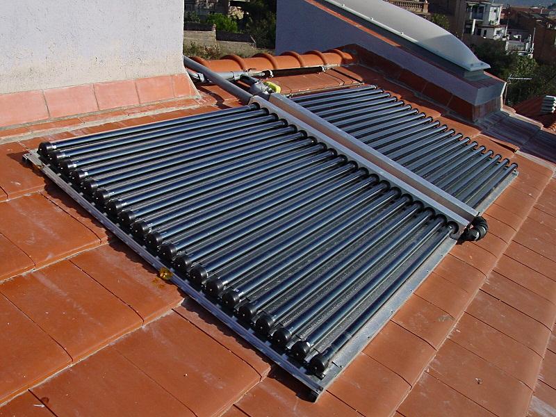 Solární panely se významně podílí na úsporách.