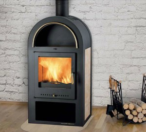 Oblíbená krbová kamna GRAND MAX s výměníkem vytopí vaší domácnost díky vysoce účinnému terciálnímu spalování s minimem nákladů.