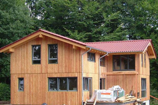 Dřevostavba z masivu splňuje nároky na nízkoenergetické bydlení.