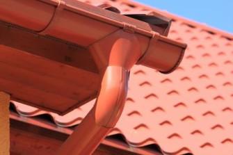 Jak na jarní revizi střechy a okapů