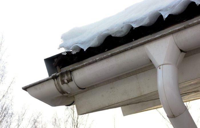 Kontrola střechy a střešní krytiny po zimě