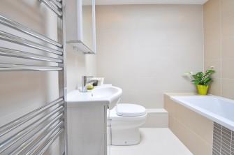 Topný žebřík v koupelně