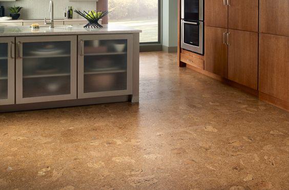 Korkové podlahy mají vynikající vlastnosti - tlumí kročejový hluk, tepelně izoluje, je odolný vůči plísním, je pružný...