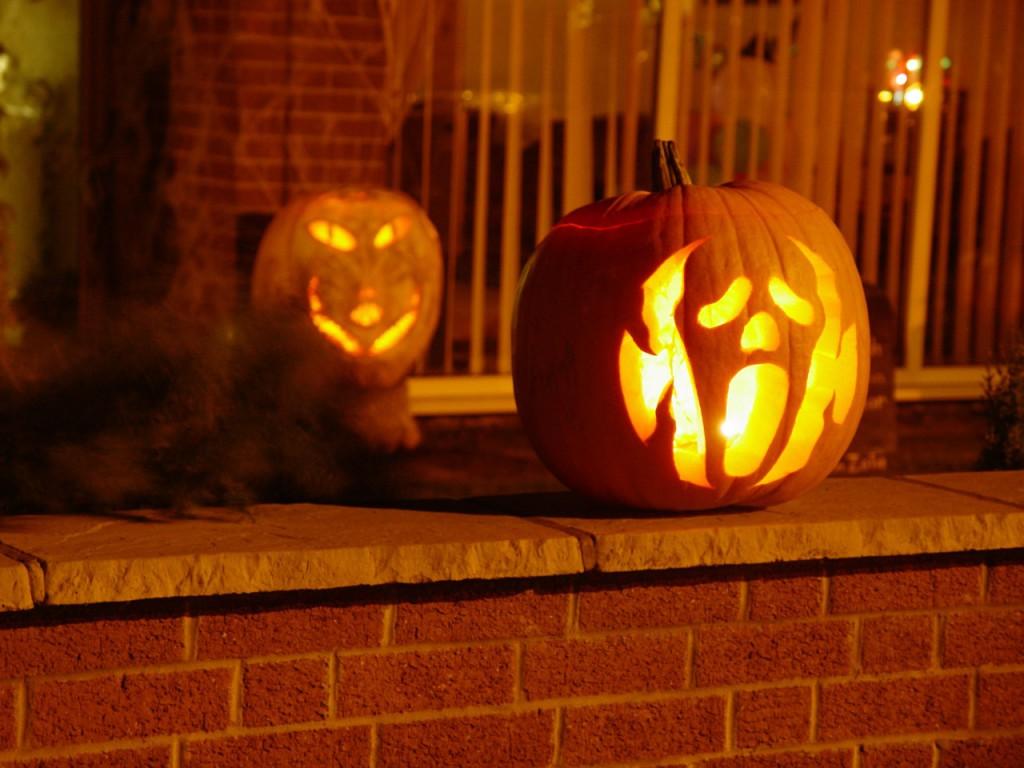 Halloweenský symbol - dlabání dýně, zdomácnělo i u nás.