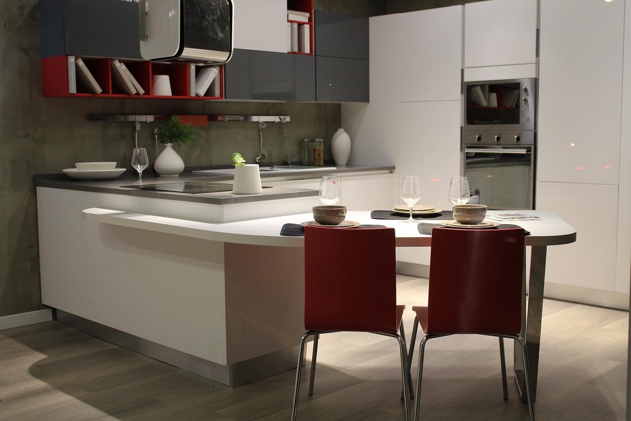 Při plánování kuchyně zohledněte vývody odpadů, připojení vody, vedení elektřiny.
