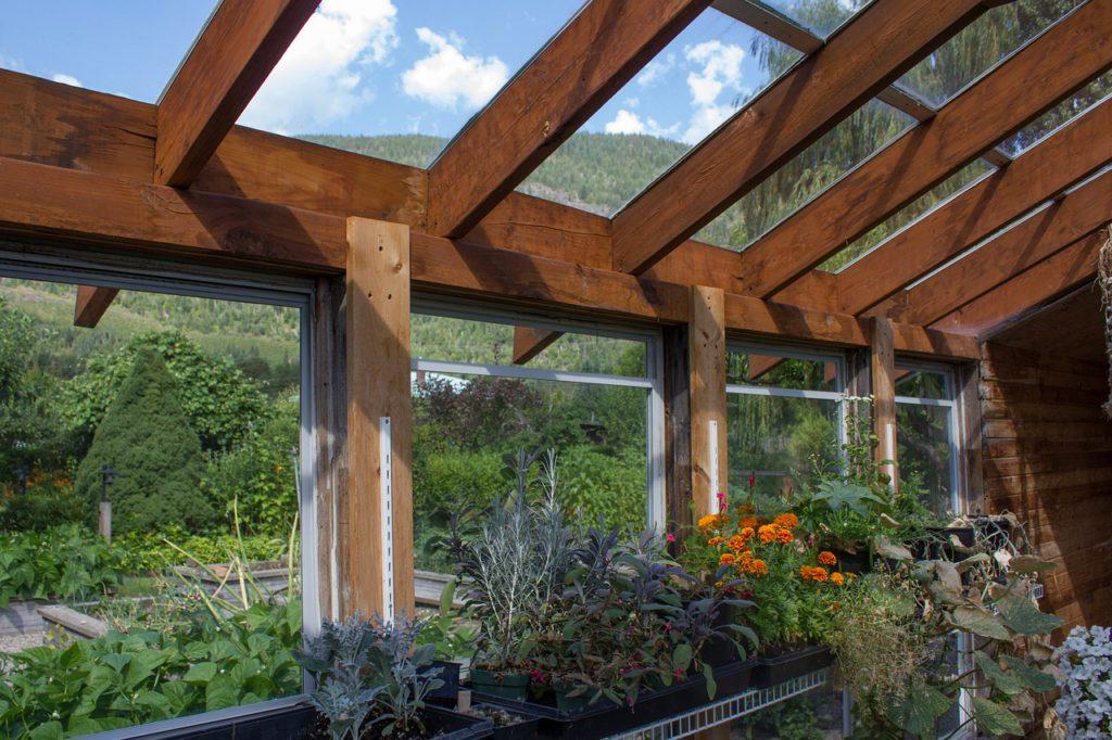 Pasivním solárním systémem je i skleník nebo sluneční zahrada. Ke svému fungování nepotřebuje žádný další dodatečný systém.