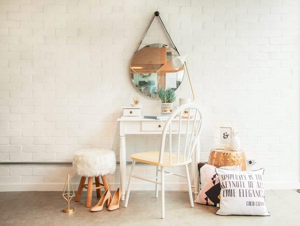 3_westwing-toaletni-stolek-v-romantickem-stylu