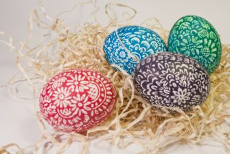 Tradice barvení velikonočních vajíček