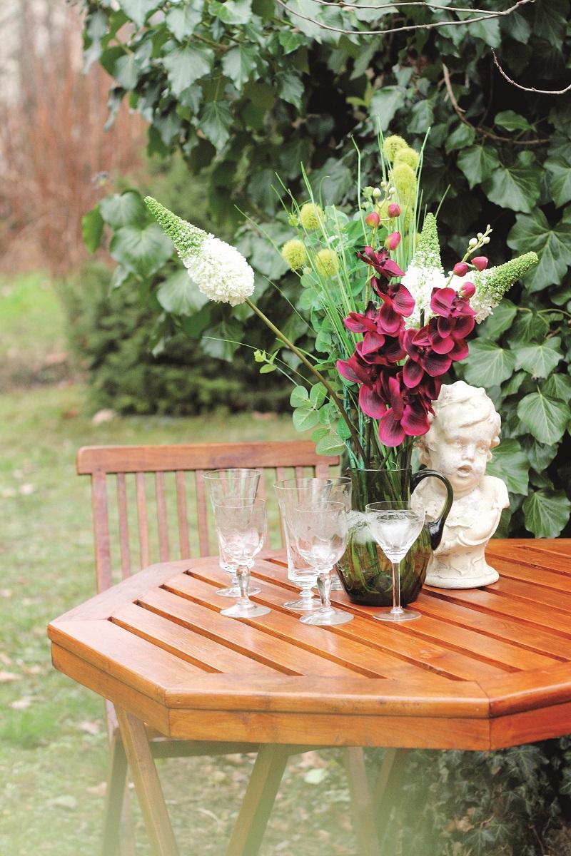 Dřevěný zahradní nábytek s lakovanou povrchovou úpravou. Foto: Xyladecor.
