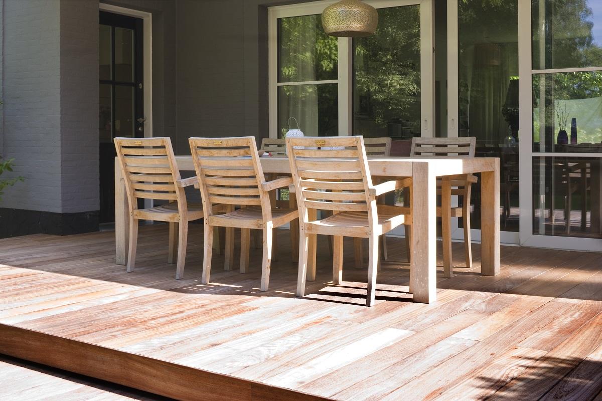 Dřevěný zahradní nábytek bez povrchové úpravy. Foto: Xyladecor.