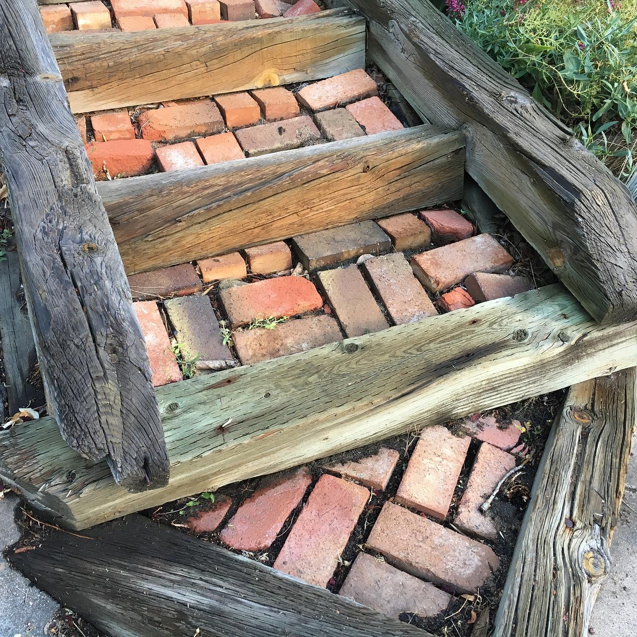 Cihly časem získávají patinu, navíc je lze vhodně kombinovat se dřevem.