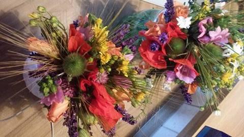 Nádherná kytice z lučního kvítí pohladí oko i duši a potěší zaručeně každou ženu.