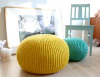 Pletené sedací pufy a polštáře