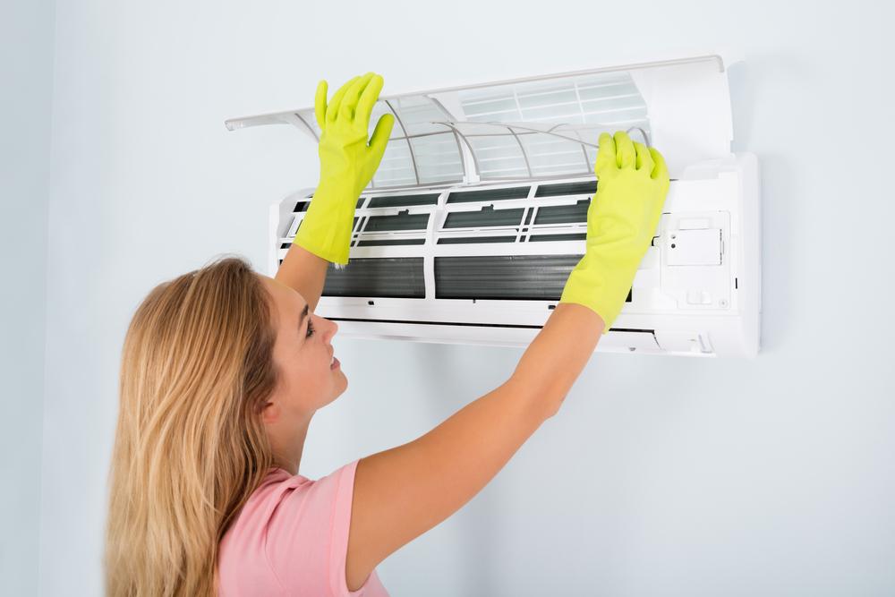čištění nástěnné klimatizace