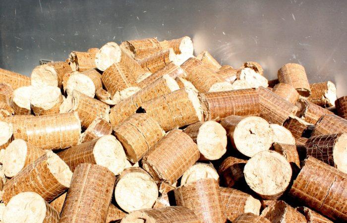 Topení biomasou